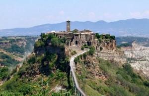 Civita di Bagnoregio (by Alessio Damato on Wikimedia Commons)